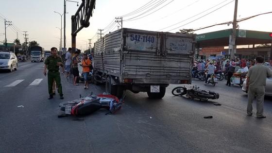 Hai vụ tai nạn khiến 1 người tử vong, nhiều người bị thương ở TPHCM ảnh 2