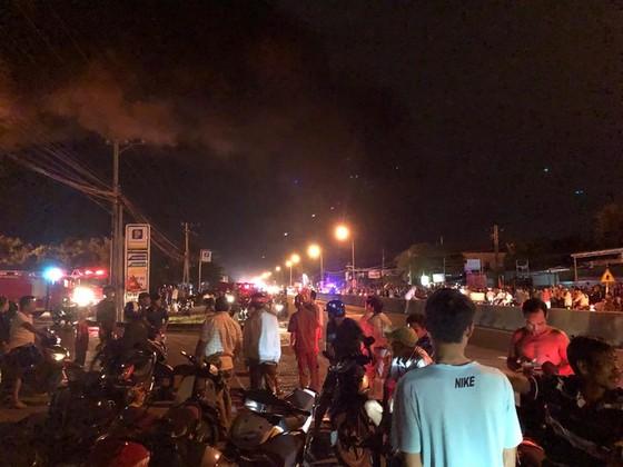 Cháy lớn ở cây xăng, nhiều người hoảng sợ ảnh 3