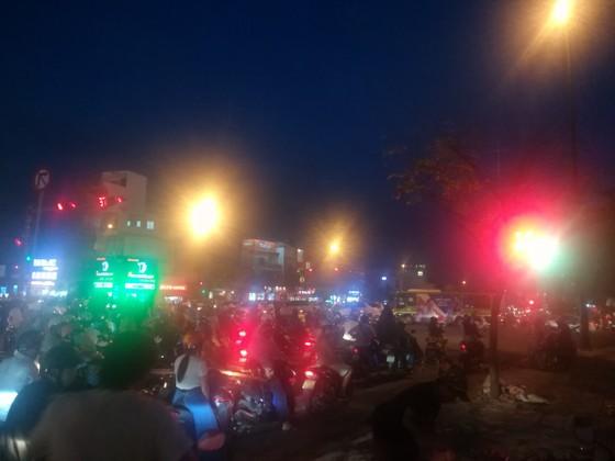   Cháy xe máy trên đại lộ Phạm Văn Đồng, giao thông ùn ứ kéo dài ảnh 2