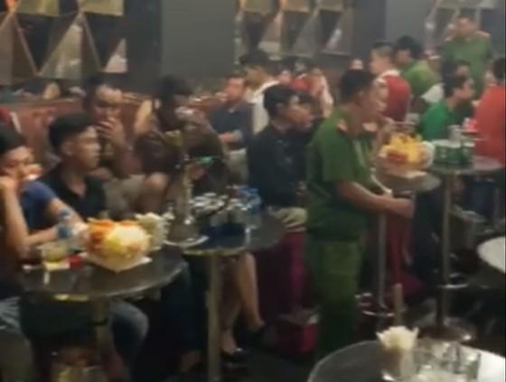 Đột kích vũ trường Đông Kinh, phát hiện 27 dân chơi dương tính với ma tuý ảnh 1