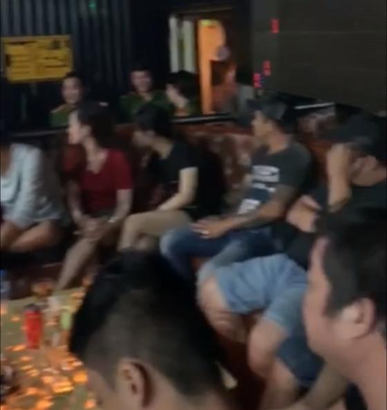 Đột kích vũ trường Đông Kinh, phát hiện 27 dân chơi dương tính với ma tuý ảnh 2