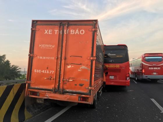 Hai va chạm trên cao tốc TPHCM – Trung Lương, nhiều người thoát chết ảnh 1