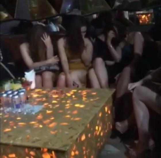 Đột kích vũ trường Đông Kinh, phát hiện 27 dân chơi dương tính với ma tuý ảnh 4