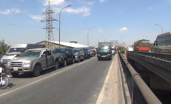 5 xe va chạm liên hoàn trên cầu Bình Điền ảnh 3