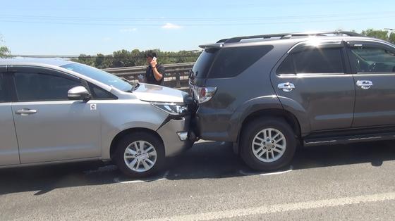 5 xe va chạm liên hoàn trên cầu Bình Điền ảnh 2