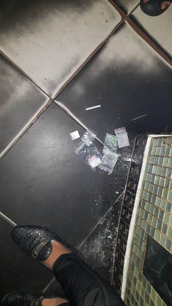   Đột kích quán bar 86, phát hiện gần 150 dân chơi phê ma tuý ảnh 2