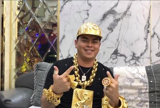 Phúc 'XO' - người đeo vàng nhiều nhất Việt Nam bị tạm giữ hình sự ảnh 1