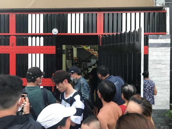 """Sau khám xét nhà riêng và nhà cha mẹ, tiếp tục khám xét quán karaoke của Phúc """"XO"""" ảnh 9"""