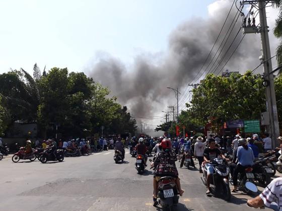 Cháy garage ở quận 2, nhiều người hoảng sợ ảnh 2