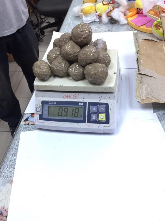 Phát hiện bưu kiện nhập khẩu có chứa hơn 7,4kg ma tuý ảnh 1