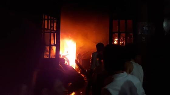 Cháy nhà ở quận Tân Bình, nhiều người dân hoảng sợ ảnh 2