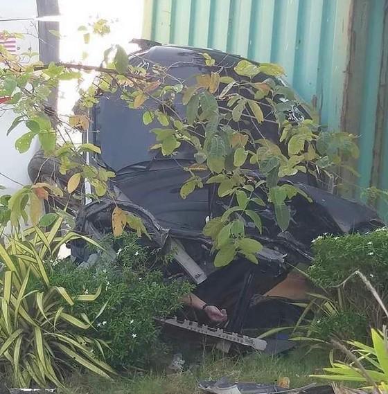 Xe container va chạm với xe ô tô, 3 người tử vong tại chỗ ảnh 2