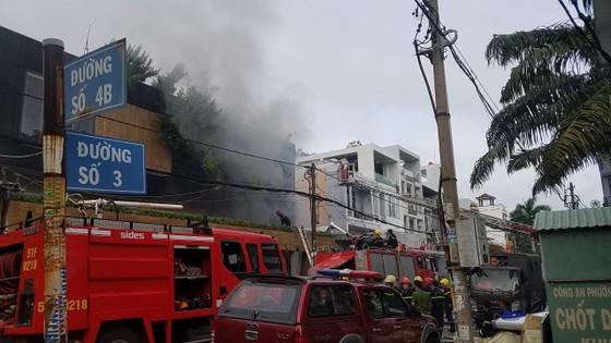 Cháy lớn tại công ty chuyên trang trí ô tô, nhiều nhà dân bị ảnh hưởng ảnh 3