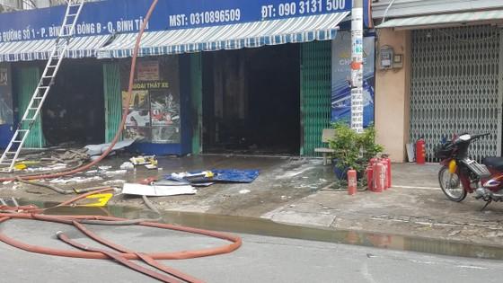 Cháy lớn tại công ty chuyên trang trí ô tô, nhiều nhà dân bị ảnh hưởng ảnh 6