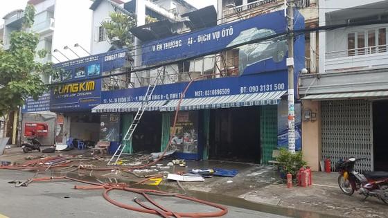 Cháy lớn tại công ty chuyên trang trí ô tô, nhiều nhà dân bị ảnh hưởng ảnh 2