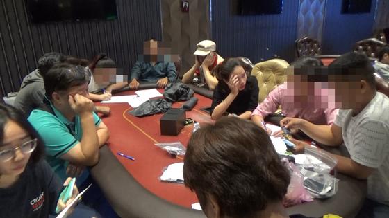 Triệt phá sòng bạc Poker 'khủng' do nhóm người Hàn Quốc điều hành ở TPHCM ảnh 4