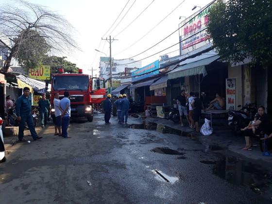 Cháy lớn ở cơ sở kinh doanh gỗ nhiều tài sản bị thiêu rụi ảnh 1