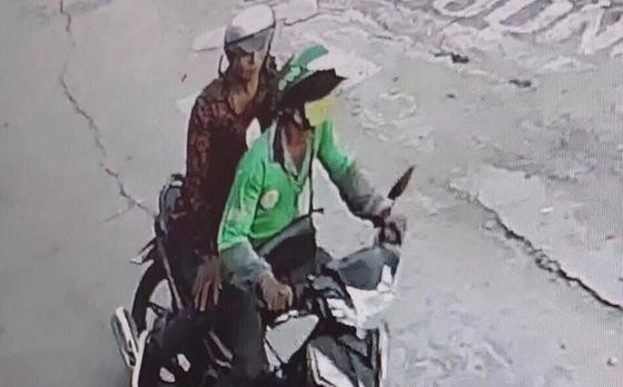 Bắt kẻ dùng dao cắt cổ tài xế GrabBike để cướp xe máy ở vùng ven TPHCM ảnh 2