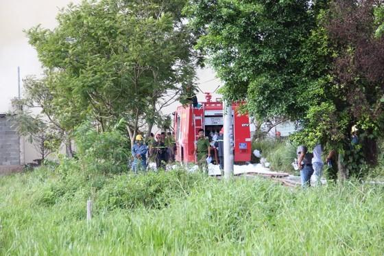 Cháy lớn ở nhà xưởng chứa nệm mút ở huyện Hóc Môn ảnh 4