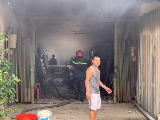 Cháy lớn ở quận Thủ Đức, khói đen bốc cao hàng chục mét ảnh 12