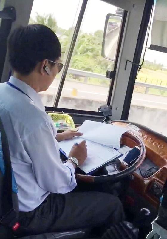 Thêm một trường hợp tài xế coi thường tính mạng hành khách ảnh 1