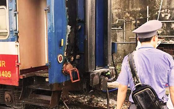 Tàu hỏa bốc cháy giữa hành trình từ Huế vào Nha Trang ảnh 1