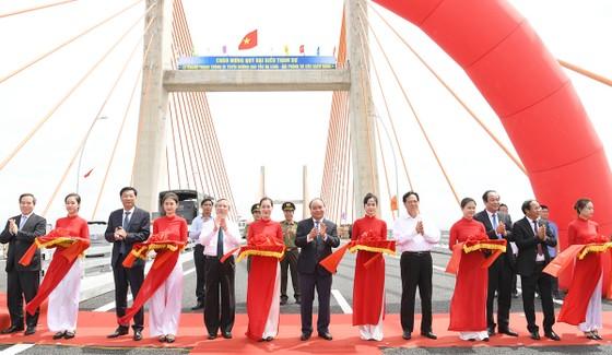 Thủ tướng Nguyễn Xuân Phúc phát lệnh thông xe cao tốc Hạ Long- Hải Phòng ảnh 1