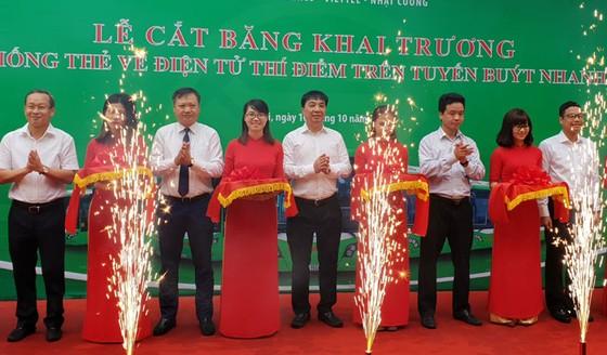 Buýt nhanh BRT Hà Nội chính thức dùng vé điện tử ảnh 1