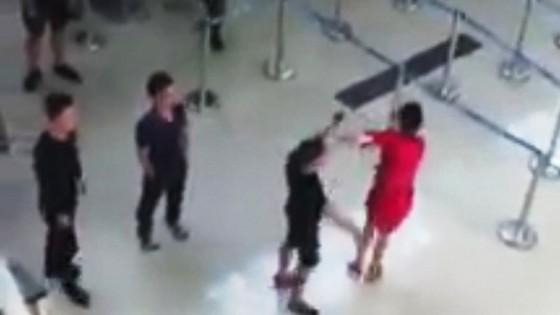 Điều tra 3 đối tượng hành hung nhân viên hàng không  ảnh 1