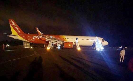 Điều tra sự cố khiến 200 hành khách của Vietjet phải thoát hiểm bằng phao tại sân bay Buôn Ma Thuột ảnh 1