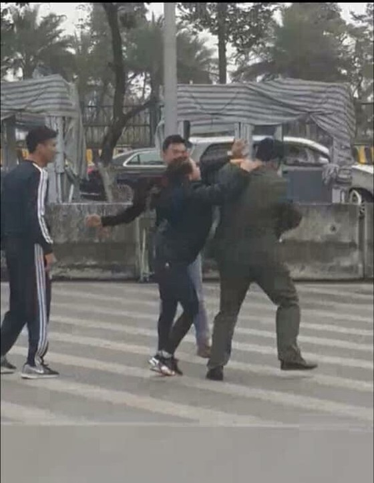 Nhân viên an ninh hàng không sân bay Nội Bài bị hành hung  ảnh 1