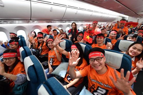 250 cổ động viên đến thành phố Al Ain cổ vũ đội tuyển Việt Nam trong trận gặp Yemen ảnh 2