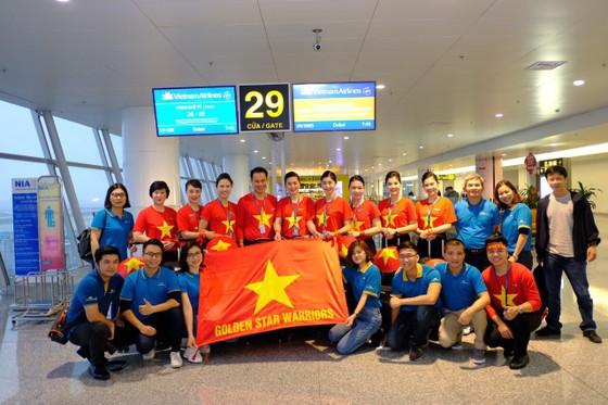 Hàng trăm CĐV bay sang Dubai cổ vũ đội tuyển Việt Nam trong trận tứ kết Asian Cup 2019 ảnh 2