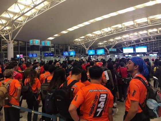 Hàng trăm CĐV bay sang Dubai cổ vũ đội tuyển Việt Nam trong trận tứ kết Asian Cup 2019 ảnh 1