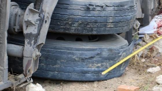 Điều tra nguyên nhân xe khách bị vỡ lốp gây tai nạn tại Nha Trang ảnh 1