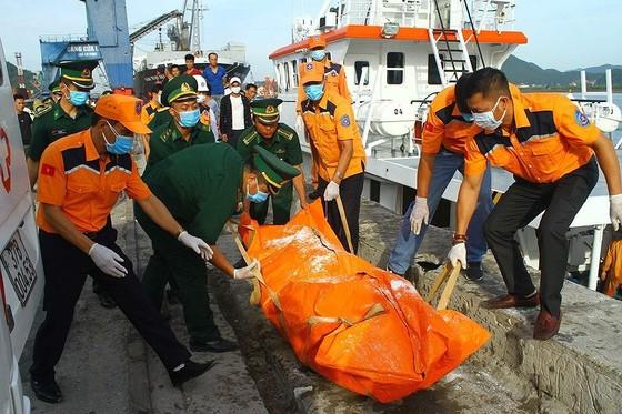 Tìm thấy 2 thi thể trong vụ tàu cá chìm gần đảo Bạch Long Vĩ ảnh 1