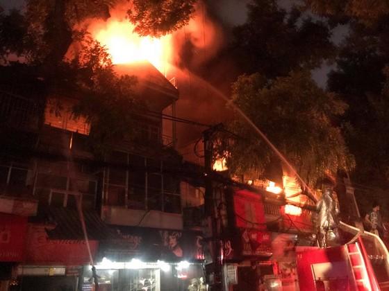 Đã dập tắt đám cháy lớn cạnh Bệnh viện Nhi Trung ương  ảnh 3