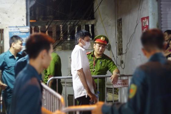 Kinh hoàng phát hiện 2 xác chết sau vụ cháy tại đường Đê La Thành ảnh 1