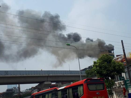 Cháy lớn quán karaoke ở Hà Nội ảnh 1