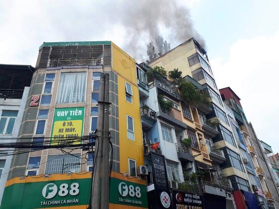 Cháy lớn quán karaoke ở Hà Nội ảnh 2