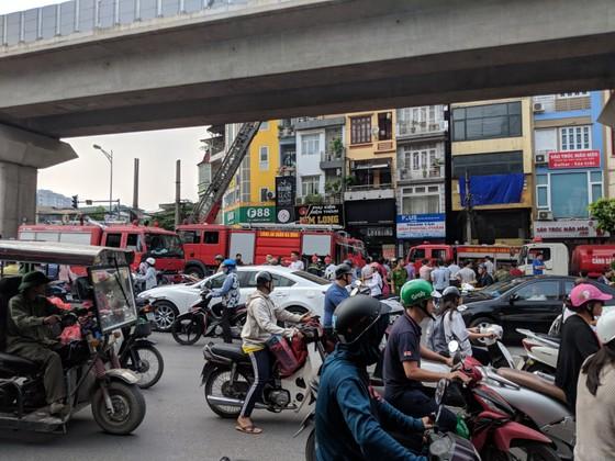Cháy lớn quán karaoke ở Hà Nội ảnh 6