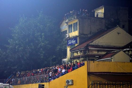 Những cách cổ vũ chỉ có ở Việt Nam dành cho tình yêu bóng đá ảnh 5