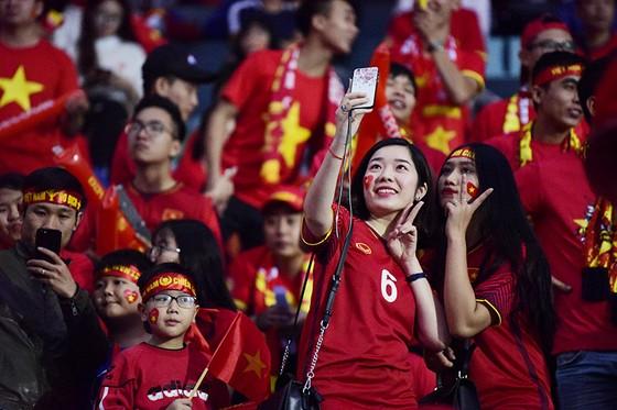 CĐV Việt Nam tin vào chiến thắng đậm trước Campuchia ảnh 2