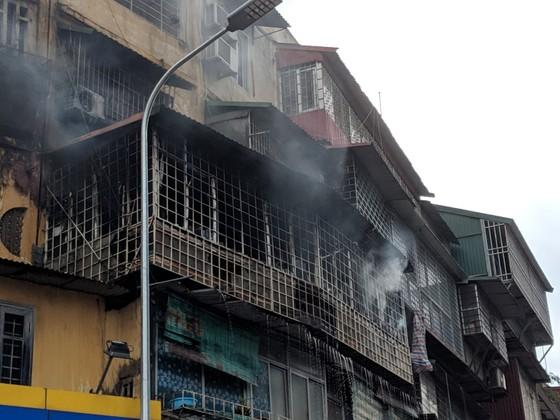 Cháy khu tập thể cũ cạnh Đại học Y Hà Nội ảnh 1