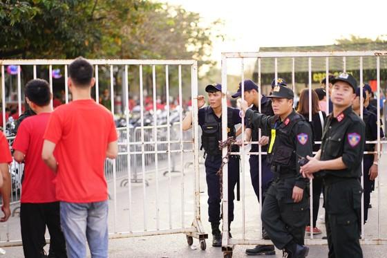Lượt về bán kết AFF Cup: An ninh thắt chặt mọi ngả đường về sân Mỹ Đình ảnh 6