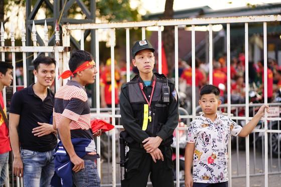 Lượt về bán kết AFF Cup: An ninh thắt chặt mọi ngả đường về sân Mỹ Đình ảnh 8
