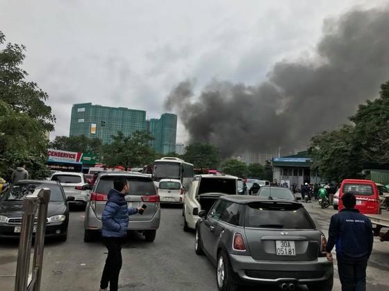 Cháy gara ô tô gần trụ sở VFF, nhiều người hoảng loạn ảnh 2