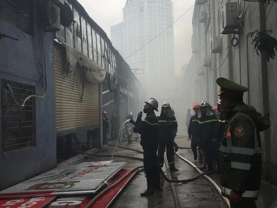 Cháy gara ô tô gần trụ sở VFF, nhiều người hoảng loạn ảnh 1