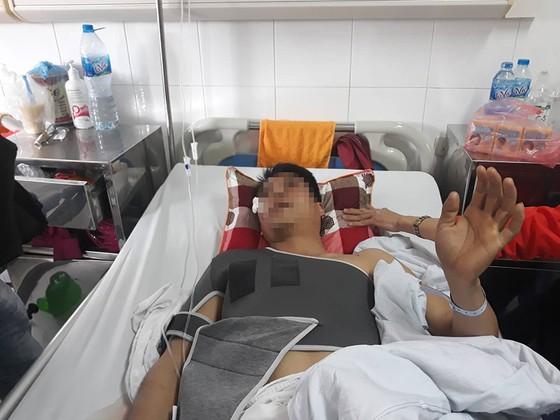Các nạn nhân vụ xe Lexus gây tai nạn trên phố Trích Sài đã qua cơn nguy kịch ảnh 2
