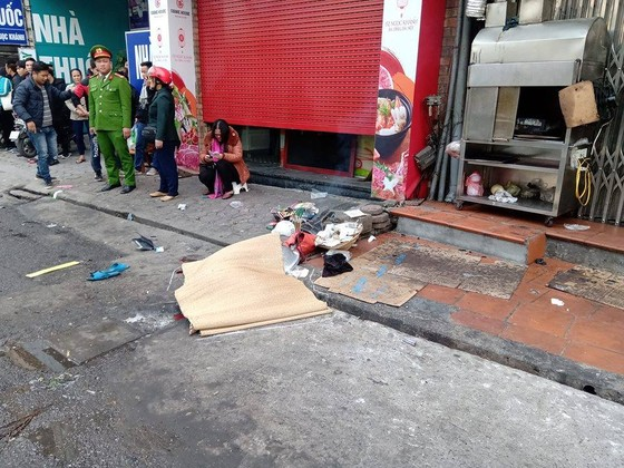 Ô tô tông liên hoàn, một cụ bà tử vong, hai người bị thương ảnh 4